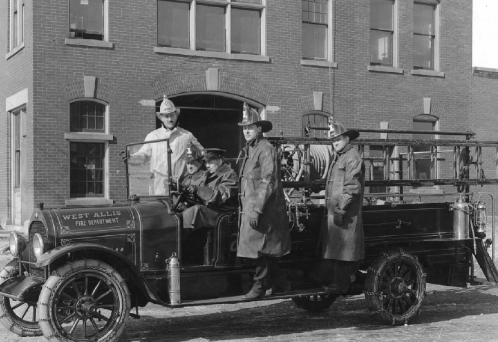 photo of west allis fire department in the early 1900s